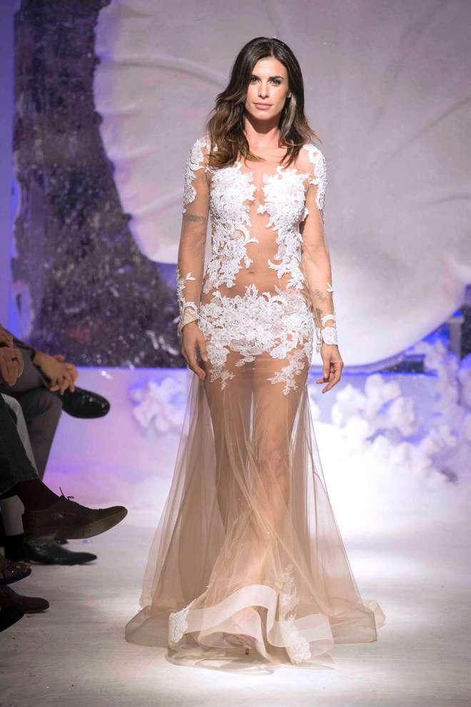 """Elisabetta Canalis, sexy modella in abito da sposa: """"Amo Brian, ma ..."""